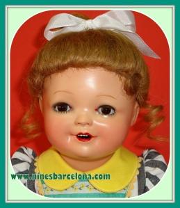Muñeca española de cartón piedra.